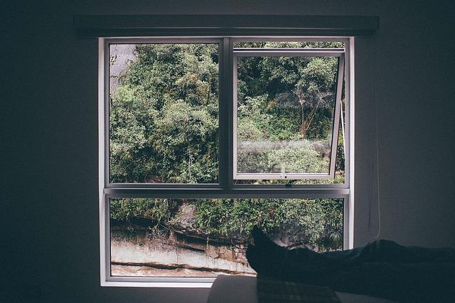 window-frame-1149117_640