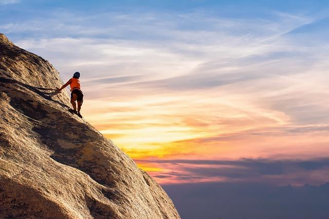 mountain-climber-2427191_640