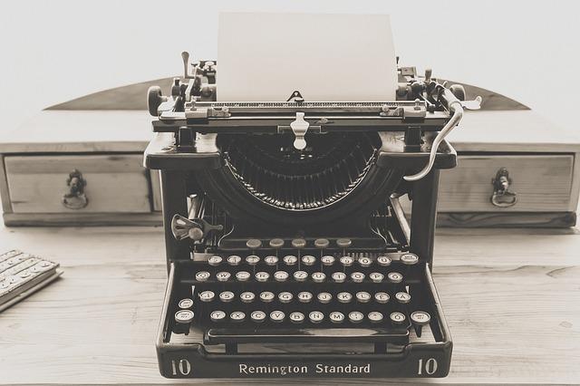 typewriter-1248088_640