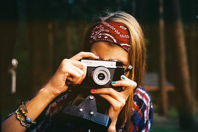 woman-photographer-1245761_640