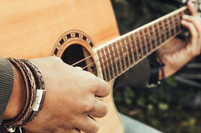 guitar-3709683_640
