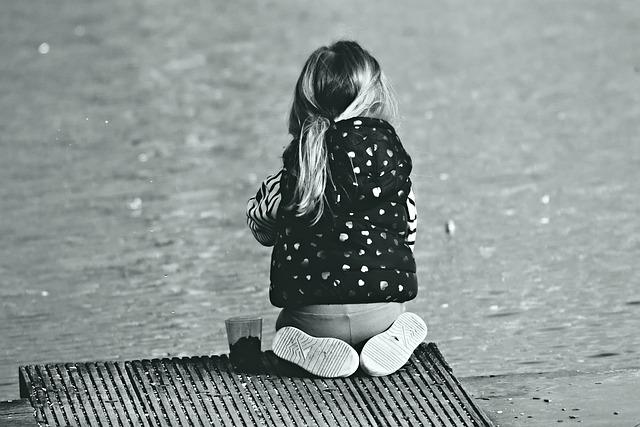 little-girl-4121262_640