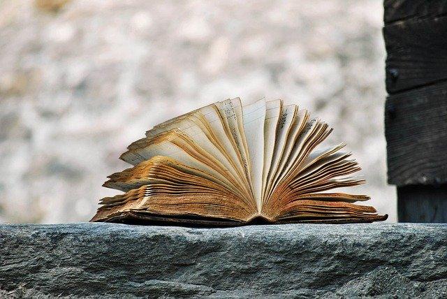 book-2341083_640